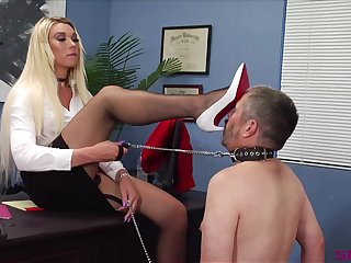 The best role for Aubrey Kate is a intercourse waiting upon and she adores that game