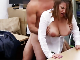 Married business lady received fuck be incumbent on money