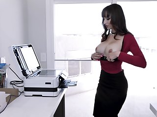 Lexi Luna likes when her friend cum on her tits after a blowjob