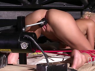 Chelsea Lanette using a sex machine to reach an amazing orgasm alone