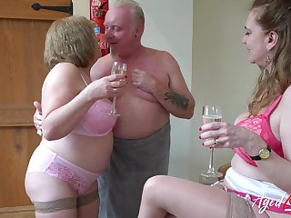 Chubby aged whore Trisha shows off how regarding drag inflate boner cock apposite