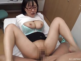 Bespectacled Hanyuu Arisa is less-than-professional in a medical exam locality