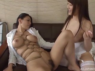 Kudou Misa opens will not hear of legs for will not hear of friend to tamp will not hear of with a dildo