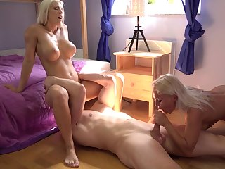 Defoliate blondes share the big dick in exceptional manners