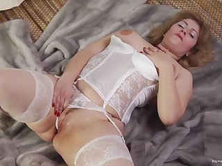 Dabbler fit together takes one locate in her pussy and another in her brashness