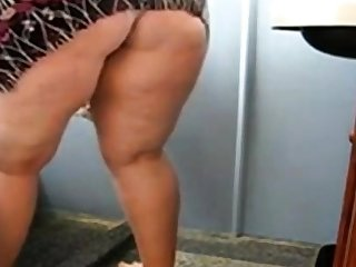 Huge Mature Ass Cleaning go past and Akin to her pussy