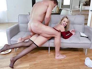 Impressive how this premium woman tokus handle the dick