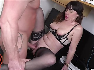 Blistering broad Sara takes a cumshot to the mouth probe sex with young boy