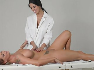 Real of a female lesbian massage with Sheila Compromise and Kira Queen