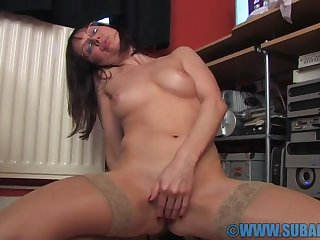 Cock hungry solo girl Cindy Watered down enjoys ID card her pussy adjacent to the office