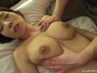 Japanese girl Kuwata Minori spreads her legs to regard fucked on the fringe